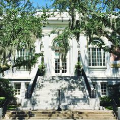 If this gorgeous library does not make you want to pick up a good book, I don't know what will!  #charleston #explorecharleston #library #curbappeal #WhyILoveTheSouth #travel #traveldeeper