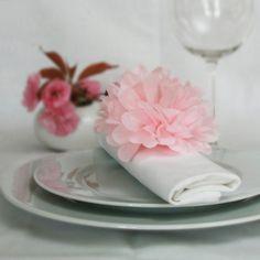 noeud de serviette pompon en papier deco de table