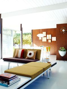 Photo Gallery of Midcentury Modern Living Room. Find ideas and inspiration for Midcentury Modern Living Room to add to your own home. Mid Century Modern Living Room, Mid Century Decor, Mid Century Modern Furniture, Mid Century Modern Design, Living Room Modern, Living Room Designs, Living Room Decor, Living Rooms, Antique Furniture