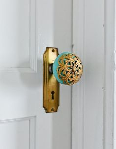 Soooo in love with this vintage lace effect door knob!  door decor.  vintage door knob.  unique door knob.  turquoise decor.