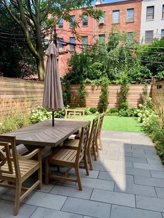 Contemporary backyard garden with bluestone patio and synthetic turf. Cedar fence with lights. Located in Brooklyn, NY. Modern Garden Design, Backyard Garden Design, Landscape Design, Modern Design, Backyard Ideas, Bluestone Patio, Outdoor Tables, Outdoor Decor, Cedar Fence