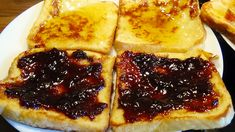 How to make French toast fast and easy recipe Few slices of white bread, 3 eggs, 150 ml milk, honey, jam, chocolate, optionally you can add vanilla sugar Make French Toast, Fast Easy Meals, Vanilla Sugar, White Bread, Honey, Milk, Eggs, Chocolate, Cooking