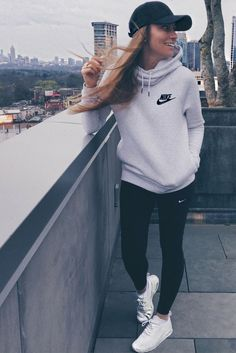 Cool 46 Cute Sporty Outfits Ideas Try This Fall Cute Sporty Outfits, Casual Fall Outfits, Sport Outfits, Summer Outfits, Casual Shoes, Hoodie Outfit Casual, Casual Athletic Outfits, Women's Casual, Sweatshirt Outfit