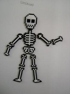 Halloween skeleton fridge magnets perler beads, hama beads, bead sprites by calixita Perler Bead Designs, Hama Beads Design, Pearler Bead Patterns, Diy Perler Beads, Perler Bead Art, Perler Patterns, Pearler Beads, Fuse Beads, Pixel Art