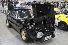 ブーメランが手掛けたトヨタ スポーツ800の高解像度ギャラリーは上の画像をクリック 一風変わった「トヨタ スポーツ800」を2台並べていたのは、静岡県の「ブーメラン」。レース仕様の黄色いクルマは