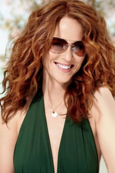 Eliminate frizz & add volume! Having trouble with your wavy hair wash & wear? Check out our step-by-step style guide.