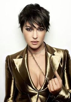 Monica Bellucci - Hot Bond Gir_ oops I mean Lady- ♔ Style 2 Monica Bellucci, Estelle Lefébure, Actrices Sexy, Beauty And Fashion, Italian Actress, Actrices Hollywood, Natalia Vodianova, Italian Beauty, Heidi Klum