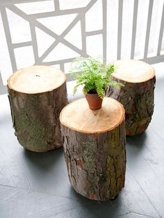 The use of natural wood is a very smart idea. It is very affordable and quite simple as well. In addition, the use of natural wood helps bring a natural touch to home and it helps to make cozier. And if you like the style of a farmhouse, then with natural wood, the elements of the element are very easy to prepare.