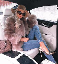 Fashion active ▪ fashion inspiration lifestyle media for mor Fur Fashion, Look Fashion, Winter Fashion, Fashion Outfits, Womens Fashion, Fashion Trends, Fashion Clothes, Fashion Ideas, Fur Jacket