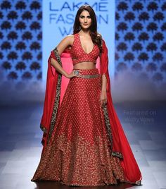 Celeb Approved fashion at throwaway prices - UPTO OFF 💗✨ be it Vaani Kapoor in Sva Couture or Sonam Kapoor in Rohit Bal - you too can… Party Wear Lehenga, Red Lehenga, Lehenga Choli, Sari, Indian Bridal Fashion, Indian Bridal Week, Pakistani Wedding Outfits, Bollywood Wedding, Indian Blouse