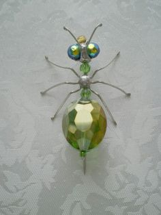Bugs of Baltimore – Rick Shelley – Du liebst Schmuck genauso sehr wie wir? Beaded Crafts, Beaded Ornaments, Wire Crafts, Jewelry Crafts, Wire Wrapped Jewelry, Beaded Jewelry, Jewellery, Beaded Dragonfly, Beaded Spiders