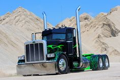 There are some awesome dog car accessories featured here! Big Rig Trucks, Semi Trucks, Cool Trucks, Peterbilt 389, Peterbilt Trucks, Custom Big Rigs, Custom Trucks, Diesel Cars, Diesel Trucks