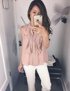 Extra Petite. Blush ruffle blouse+white pants+long necklace. Summer outfit 2016