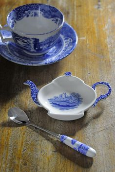 Our #BlueItalian range is over 200 years old, but never goes out of style. Treat your Dad this #FathersDay with a true British design icon which is as practical as it is beautiful.    The #DelemereRural collection is a classic British style that still is a firm favourite today. Treat your Dad this #FathersDay with a perfect cup of tea served from a fabulous design.  #Spode #FathersDay #BlueItalaian #Classic #Gift #Inspo #Teacups
