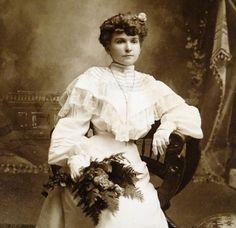 CABINET CARD PHOTO OF PRETTY WOMAN IN WEDDING DRESS, CIRCA 1895, WILKE, CHICAGO