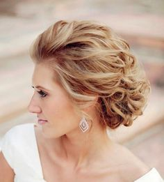 #VickyC5MakeupArtTeam #Weddinghair #Bridalhair www.vickyc5.com