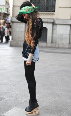 Such a cute outfit. And look at the shoes :O