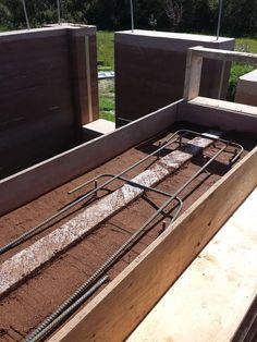 Preparing to pour a concrete top beam on rammed earth wall Rammed Earth Homes, Rammed Earth Wall, Sustainable Architecture, Sustainable Design, Pavilion Architecture, Residential Architecture, Sustainable Living, Contemporary Architecture, Natural Building