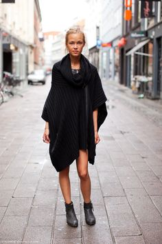 I need me some ponchos. Uk Street Style, Stockholm Street Style, Street Fashion, Do It Yourself Fashion, 2014 Trends, Pullover, Pulls, Her Style, Womens Fashion