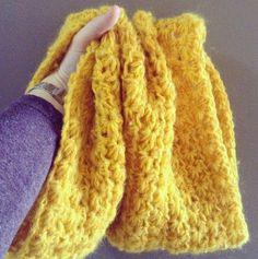 snood simple au crochet Plus Crochet Snood, Bonnet Crochet, Crochet Diy, Crochet Baby Hats, Crochet Braids, Love Crochet, Crochet Granny, Irish Crochet, Crochet Bracelet