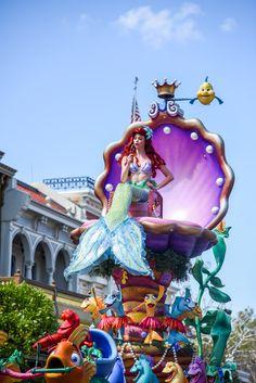 The Little Mermaid in the Festival of Fantasy Parade at the Walt Disney World Resort. Meg & Her Camera Photography (Instagram @disneyworlddust)