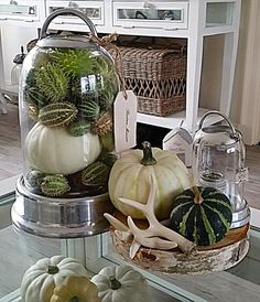 RM Blumenarrangements im Haus Binnenkijken bij Christa en Wim - Autumn Interior, Interior And Exterior, Thanksgiving Decorations, Table Decorations, Beachy Colors, Fall Scents, Old Farm Houses, Autumn Crafts, Fall Diy