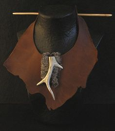 Amalthee Creations | Plastron necklace: strong leather and antlers