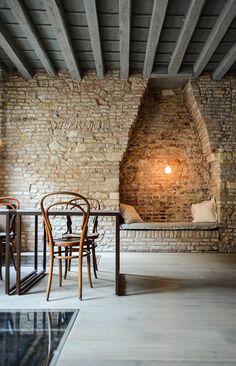 antique brick wall with nook Arch Interior, Interior Design Living Room, Interior And Exterior, Brick Arch, Brick Wall, Contemporary Architecture, Architecture Design, Wall Design, House Design