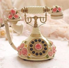 Vintage Diy, Vintage Shabby Chic, Style Vintage, Vintage Items, Vintage Phones, Vintage Telephone, Telephone Call, Antique Phone, Retro Phone