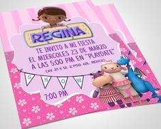 Invitacion Doctora Juguetes por PegatinasLena en Etsy