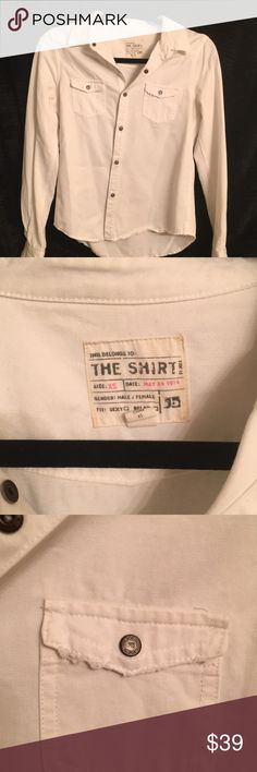 Joe's white button up shirt Worn, in great condition. True to size. Distressed look is how I️t was bought. Fits super cute and semi- formed if you have a bigger bust (C cup and bigger) fits more relaxed fit if smaller bust and shoulder frame. Thicker, soft cotton feel. Joe's Jeans Tops Button Down Shirts
