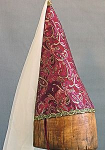 pointed Hennin - Wine Cone Hat