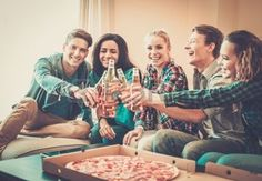 28566392-group-of-young-multi-ethnic-friends-with-pizza-and-bottles-of-drink-celebrating-in-home-interior.jpg (350×242)