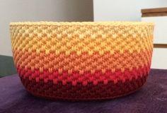 Virkad skål i flätmönster Stick O, Crotchet Bags, Knitting Patterns, Crochet Patterns, Bra Hacks, Sew Over It, Textiles, Cute Crochet, Handicraft