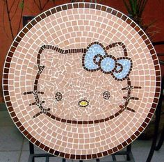 Mesa em mosaico – Hello Kitty   Alem da Rua Atelier