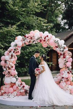 wedding trends 2019 groom and bride pink white round wedding arch with ballons and flowers ranierjohny We have collected 30 super hot wedding trends Bold colors, romantic flowers, fairy lighting and other lovely ideas in our gallery to inspire you. Wedding Balloon Decorations, Wedding Balloons, Wedding Centerpieces, Centerpiece Ideas, Backdrop Wedding, Table Centerpieces, Wedding Altars, Diy Wedding, Dream Wedding