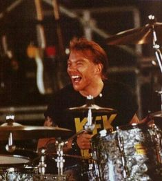 axl Axl Rose sitting at a drum set. This is a first for me seeing or knowing of Axl at a drum kit and playing drums at all. Axl Rose, Guns N Roses, Slash, Welcome To The Jungle, The Duff, American Singers, Record Producer, Music Is Life, Hard Rock