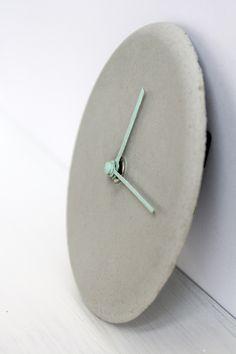 schereleimpapier DIY und Upcycling Blog aus Berlin - kreative Tutorials für Geschenke, Möbel und Deko zum Basteln – Beton Uhr basteln