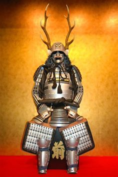 真田幸村03 鹿角脇立兜銀塗黒糸威二枚胴具足 Samurai Helmet, Samurai Weapons, Samurai Armor, Warrior Fashion, Sengoku Period, Japanese Blades, Red Sun, Nippon, Japan Design
