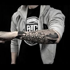 This brand new blackwork arm piece is the latest lines and dotism composition of Otheser from SakeTattooCrew! Geometry art at its finest that decorates the skin with the most artistic way!