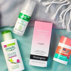 Apply your moisturiser twice a day for a healthy glow. What moisturiser is your favourite? #SkincareSundays #Skincare #SkincareRoutine #Bblogger #YesTo #Simple #Neutrogena #BootsUK #TeaTreeWitchHazel