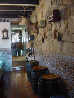 Resultado de imagem para cozinhas portuguesas antigas Interior Design, Decor, Kitchens, Nest Design, Decoration, Home Interior Design, Interior Designing, Home Decor, Decorating