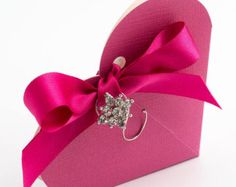 10 Hot Pink Favour Boxes Square shaped favor boxes by FavourThis