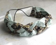 This is an easy step-by-step tutorial for how to make a cute headband out of old clothes or scrap fabric... without having to sew a single stitch!  Most...