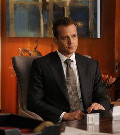 Serie Suits, Suits Tv Series, Suits Tv Shows, Harvey Specter Suits, Suits Harvey, Mens Fashion Blog, Suit Fashion, Gabriel Macht, Fitted Suit