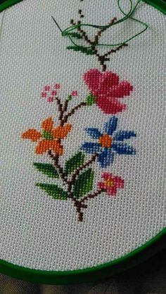 Cross-stitch, etamine decoration templates and patterns Tiny Cross Stitch, Simple Cross Stitch, Beaded Cross Stitch, Modern Cross Stitch, Cross Stitch Flowers, Cross Stitch Designs, Cross Stitch Embroidery, Cross Stitch Patterns, Easy Cross