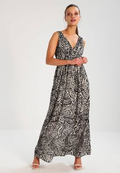 """Vero Moda Petite. VMHOLLY  - Maxi dress - black. Fit:tailored. Outer fabric material:100% polyester. Our model's height:Our model is 64.0 """" tall and is wearing size 10. Pattern:animal print. Care instructions:do not tumble dry,machine wash at 30°..."""