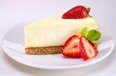 Легкий чизкейк: лучший десерт для худеющих! ⠀ на 100 грамм - 140.48 кКал Б/Ж/У - 10.56/3.99/16.05 ⠀ Ингредиенты: Основа: • 1 яйцо • 80 г молотых овсяных хлопьев • 3 ст. л. молока • корица Начинка: • 250 г обезжиренного творога • 1 яйцо • 3 ст. л. сметаны • 1-2 столовые ложки меда • по желанию - 2 горсти любимых ягод ⠀ Приготовление: 1. Молотые хлопья смешать с яйцом и молоком. Замесить тесто. 2. Выкладываем его в форму для выпекания, формируя бортики. Запекать на 180 градусах 10 минут. 3…