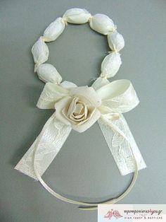 Μπομπονιέρα γάμου στεφανάκι με κορδέλα δαντέλα και λουλούδι