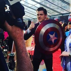 Tom Holland at the Captain America Civil War premiere - Visit to grab an amazing super hero shirt now on sale! Spideypool, Spiderman, Tom Holland Peter Parker, Captain America Civil War, Marvel Avengers, Avengers Memes, Marvel Comics, Marvel Cinematic Universe, Stan Lee